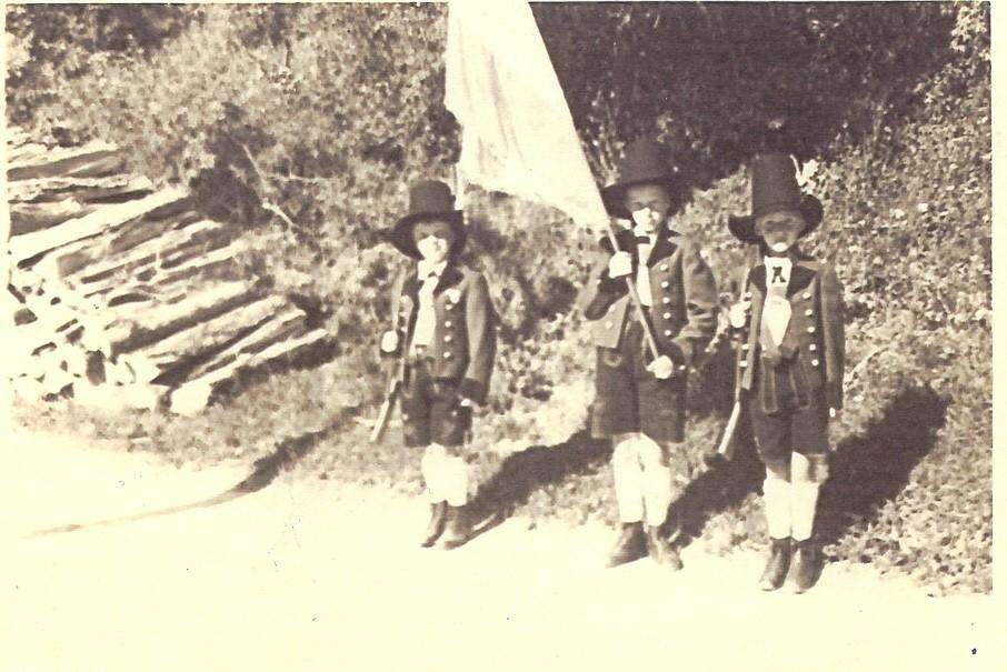 Die ersten Ampasser Jungschützen v.l.:  Otto Kaltenhauser, Josef Steixner ,  Andreas Kiechl (1936) v.l.:  Otto Kaltenhauser, Josef Steixner ,  Andreas Kiechl (1936)