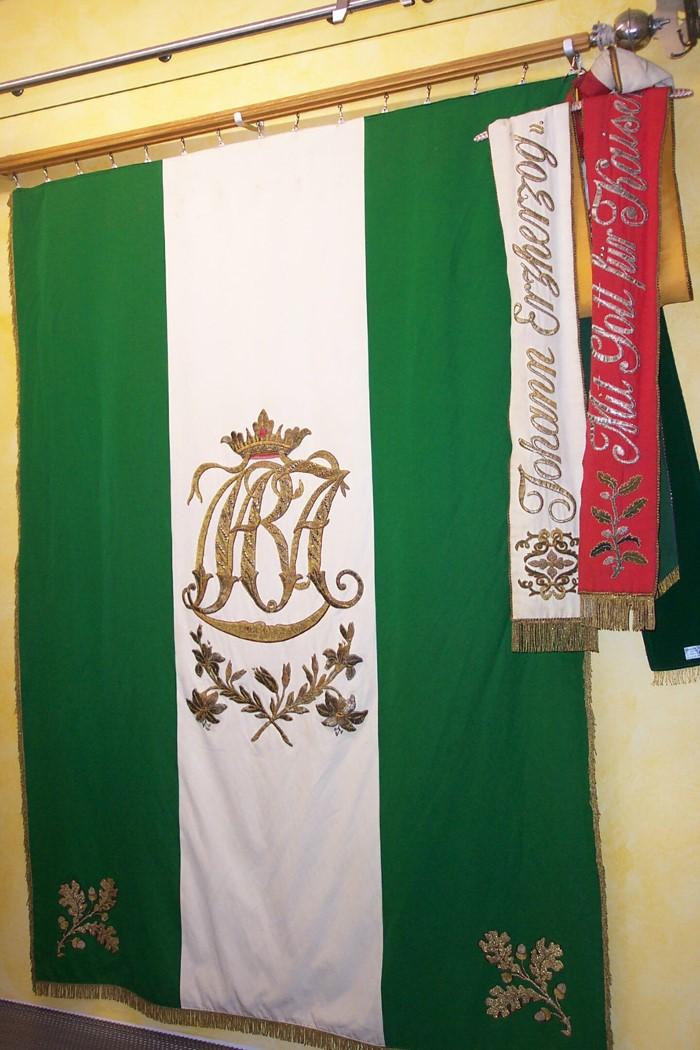 Fahne mit Fahnenband