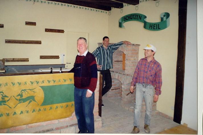 Beim Bodenlegen – 25.3.2000 (v.l.: Alois Steixner, Heinz Baumgartner jun., Werner Muigg)