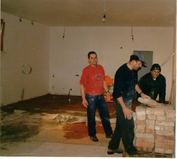 Ziegeltragen – 29.12.2000 (v.l: Stefan Zwanzleitner, Heinz Pienz , Manfred Tschenett)