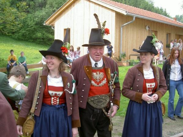Waffenmeister Franz Johann Mayr mit Marketenderinnen Christina Sporer und Manuela Platzer